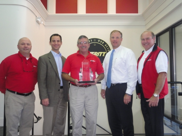 Reed Tepper (second from left) of Parker Hannifin presents the LTL Carrier of the Year Award to Averitt associates (left to right) Jimmy Williams, Mike McGlothlin, Rogers Luna and Tony Brown. Photo courtesy Averitt Express.