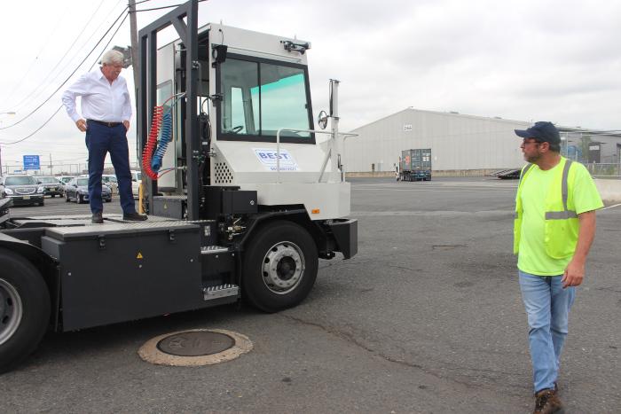 US Port sustainability: NY-NJ pushes electric equipment to