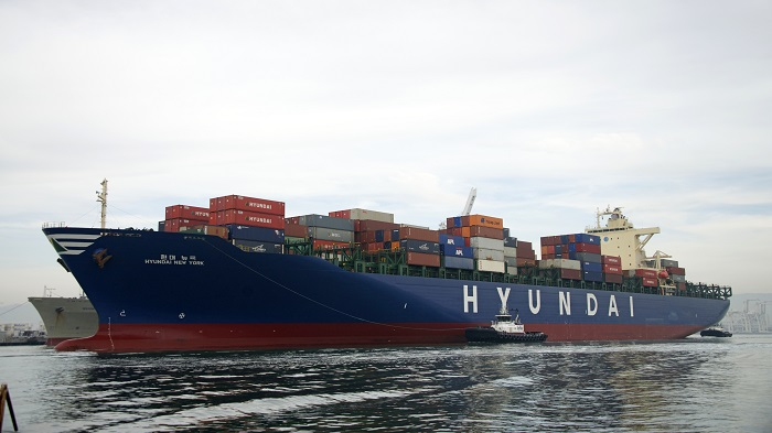 An HMM container ship.