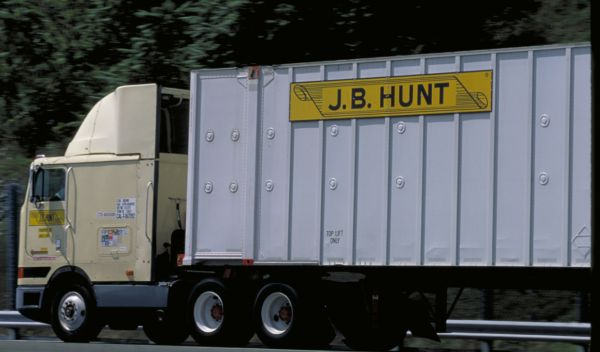 J.B. Hunt more cautious on intermodal growth amid service delays
