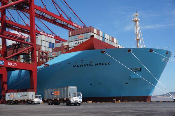 mega ships seen needing new way of insuring cargo. Black Bedroom Furniture Sets. Home Design Ideas