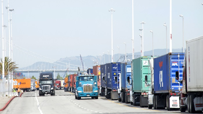 US harbor truckers hike drayage rates, citing costs, ELD