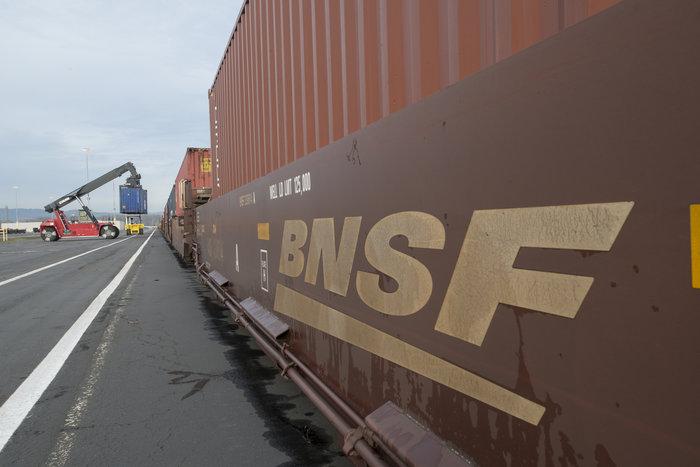 BNSF begins Portland container rail shuttle   JOC com
