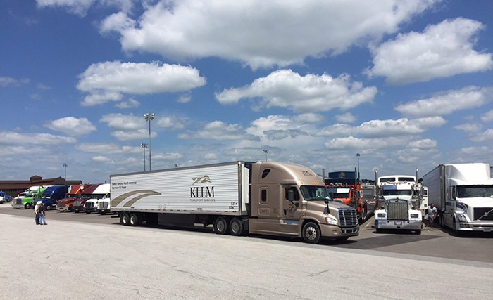 Lawsuit claims driver misclassification by KLLM Transport