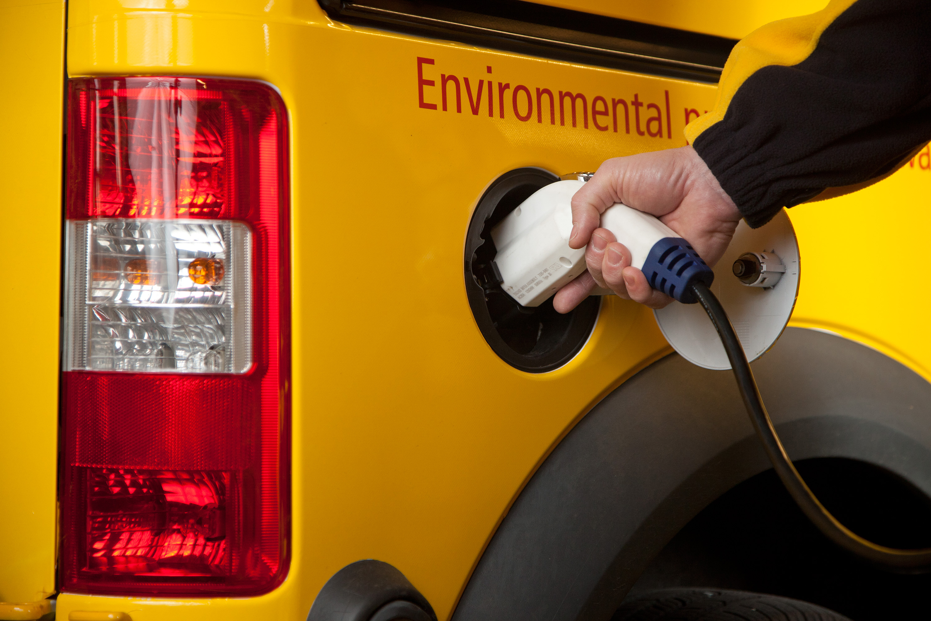 Dhl Express Usa Expands Us Electric Truck Fleet