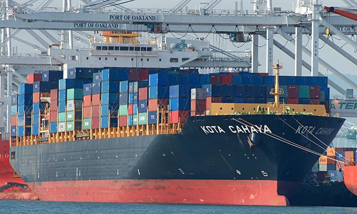 Port of Oakland pushes truckers to upgrade tractors   JOC com