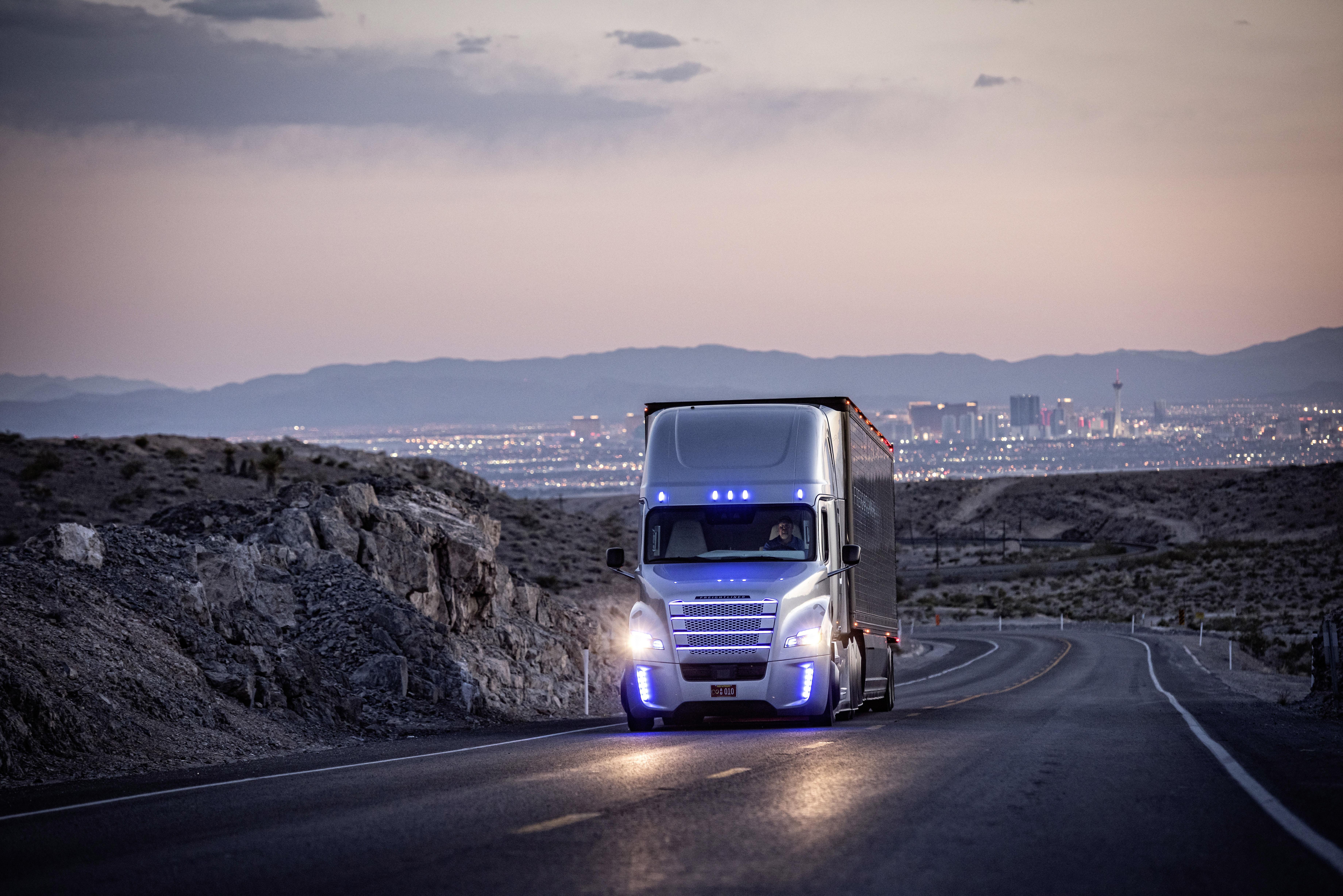 Freightliner Offers Glimpse Of Trucking Future In Prototype  U0026 39 Autonomous U0026 39  Truck