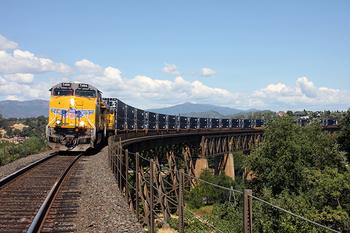 US railroads seen riding e-commerce growth to cargo gains