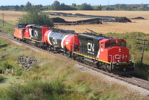 CN natural gas-powered locomotives