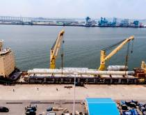 The AAL Dampier loading petrochemical plant components at Pyeongtaek for delivery to a petrochemical plant site at Map Ta Phut, Thailand. The cargo was more than 15,000 cbm and included an 86-meter-long pressure vessel weighing close to 360 mt.