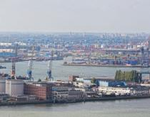 Port of Rotterdam. Photo: Shchipkova Elena / Shutterstock.com