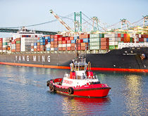 Yang Ming container ship at Port of Los Angeles