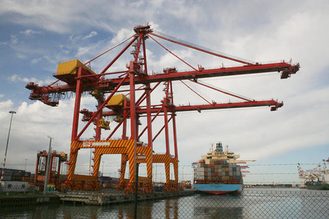 The Port of Melbourne, pictured, has gone through a different privatization than other Australian ports in recent years, easing shipper concerns over the deal.