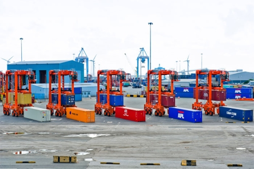 New straddle carriers at the Port of Liverpool. Photo courtesy Port of Liverpool.